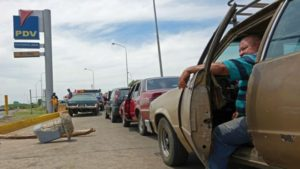 The Regime Keeps Shipping Gas to Cuba While Venezuelans Push Their Cars - Braulio Polanco y Nazaret Torres