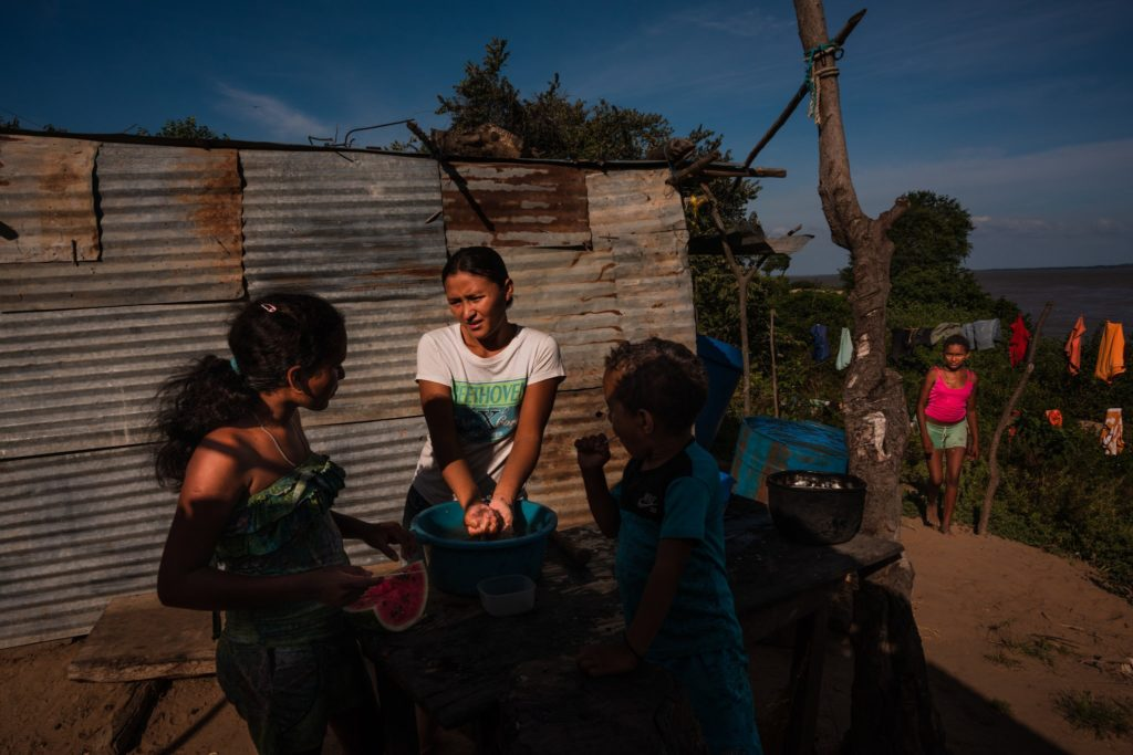 Rural Venezuela Crumbles as President Shores Up the Capital and His Power - Anatoly Kurmanaev
